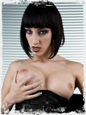 Sofia Valentine from Stunners Gallery