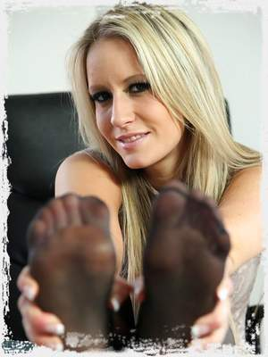 Free Candice Collyer Pics ; UK Tickling